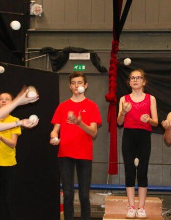 Rejoignez l'école de cirque de Mouscron Cirq'en Bulles